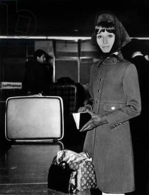 Audrey Hepburn in Rome in 1968 with a Vuitton Speedy 25 bag