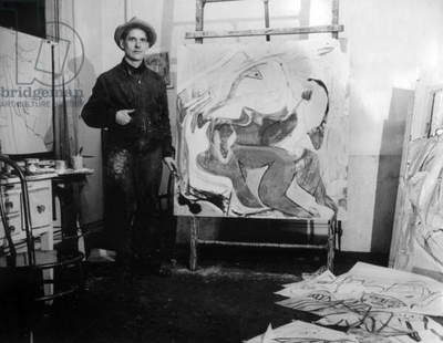 Willem de Kooning (1904-1997) American painter from Dutch extraction, here c. 1940 in his workshop, Photo Bowden