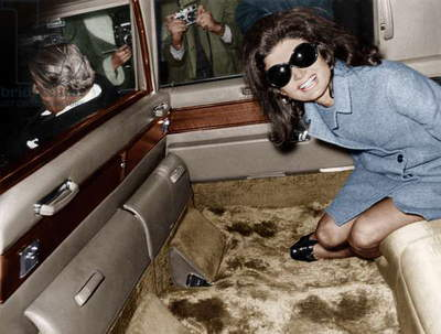Jackie Kennedy Onassis leaving London airport,  Aristotle Onassis driving, 15th November 1968 (photo)
