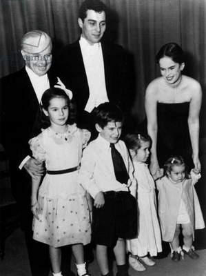 Charlie Chaplin With his 4Th Wife Oona O'Neill and Their Children in 1952 : Geraldine, Michael, Josephine, Victoria (b/w photo)