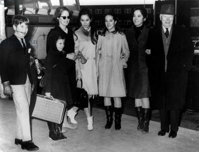Charles Chaplin With his Family in 1965 : L-R : Eugene, Jane, Oona O'Neill (4Th Wife), Geraldine, Victoria, Josephine and Charlie Chaplin (b/w photo)