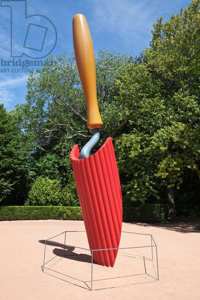 Claes Oldenburg's giant trowel sculpture in the Parque de Serralves (Serralves Park), the Serralves Foundation, Porto, Portugal (photo)