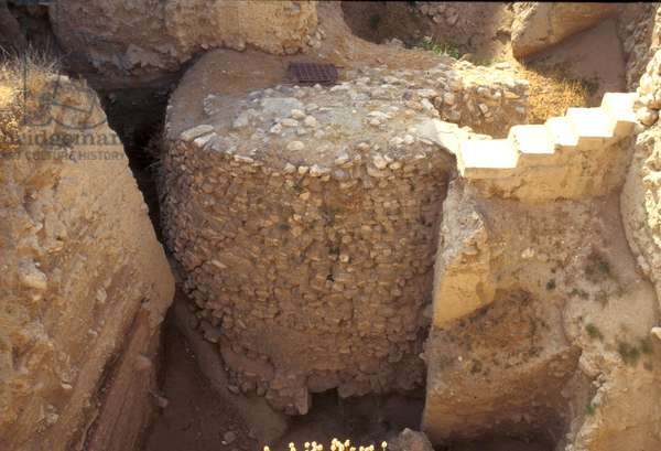 Neolithic tower, 8500-4500 BC (photo)