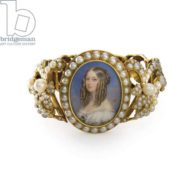 Bracelet containing a miniature of Victoire, Duchess of Nemours (gold, pearls and w/c on ivory) (see also 356595 and 356596)