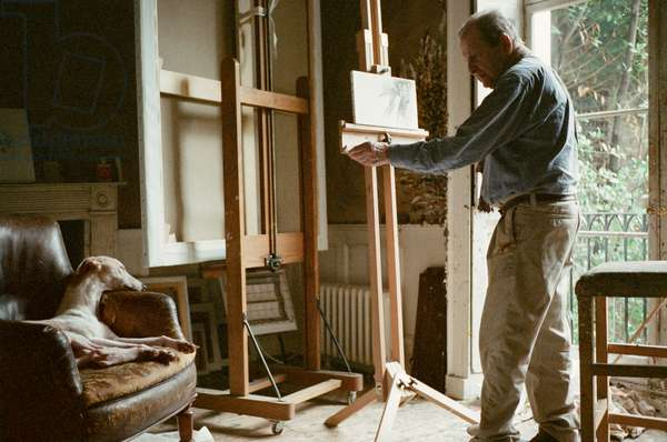 Lucian Freud at work on 'Eli', 2010 (photo)