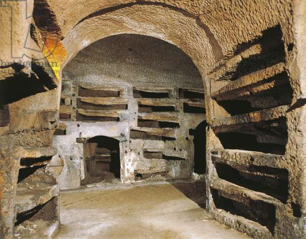 Interior of the lower catacomb (photo)