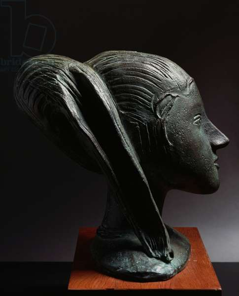 Head of a girl, 1947 terracotta sculpture by Arturo Martini (1889-1947), 33.5 cm. Italy, 20th century.