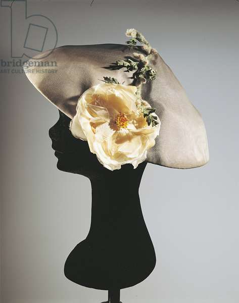 Women's synthetic chiffon hat with flowers mounted on metallic framework, Balenciaga, 1950-1955