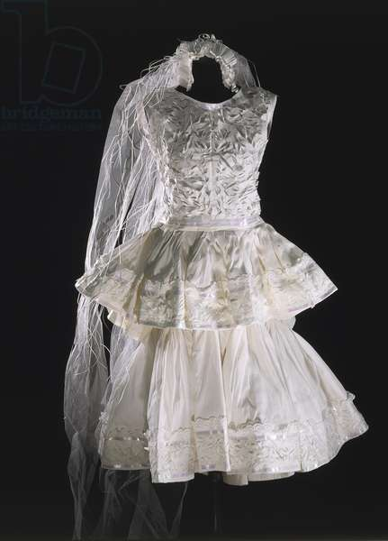 Short paper wedding dress, model by Balenciaga, 1960