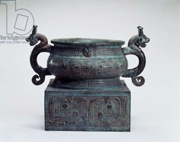 Bronze food container, height 35.6 cm, width 40.6 cm, diameter 30.5 cm, Western Zhou dynasty (1121-722 BC), Chinese civilization