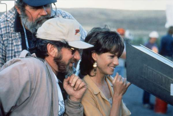 ALWAYS, 1989 directed by STEVEN SPIELBERG On the set, Steven Spielberg and Holly Hunter (photo)