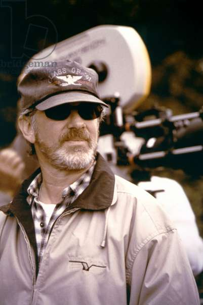SAVING PRIVATE RYAN, 1998 directed by STEVEN SPIELBERG On the set, Steven Spielberg (photo)