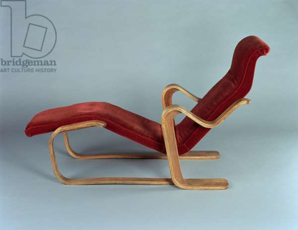 Isokon Long Chair, 1936 (birch plywood with velvet upholstery)