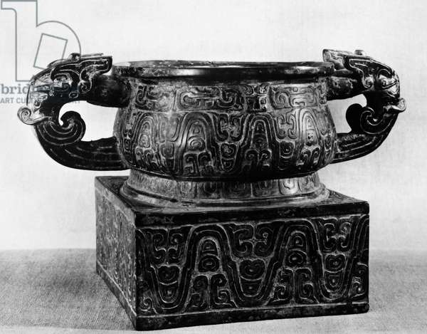 CHINA: BRONZE VESSEL Bronze 'kuei' food vessel. Zhou Dynasty, 9th-8th century B.C.