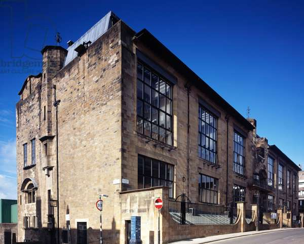 Exterior of the art nouveau Glasgow School of Art designed by Charles Rennie Mackintosh, Glasgow (photo)