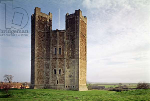 Orford Castle, Exterior view of the keep (1165-72), Suffolk, UK  (photo)