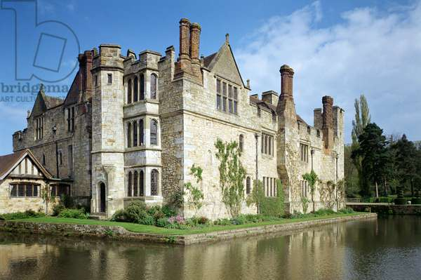 Exterior view of Hever Castle, Kent, UK, early 16th century (photo)