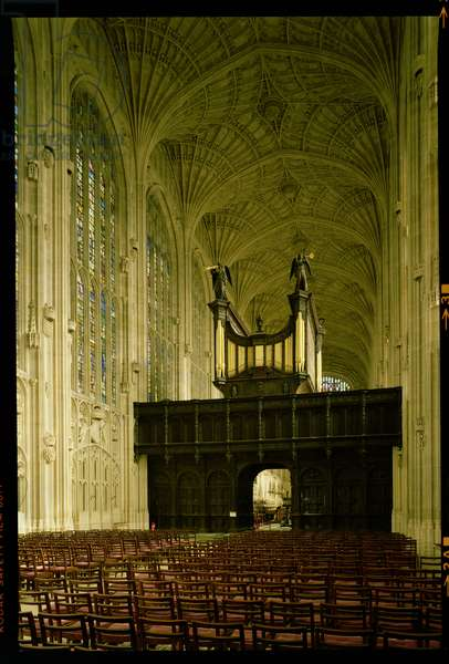 King's College Chapel, Interior view showing fan vaulting and organ, English School (15th century), Cambridge, UK (photo)