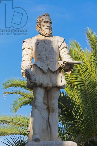 Statue of El Greco, Sitges, Barcelona Province, Catalonia, Spain (photo)