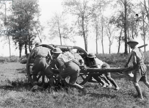 Unidentified members of the 7th Brigade, Australian Field Artillery hauling one of their guns into position near Gressaire Wood, to assist the 9th Infantry Brigade attack near Bray-sur-Somme, 22 August 1918 (b/w photo)