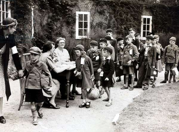 Evacuee's bound for Canada arrives at their assembly point for registration before going on to join their ship, August 1940 (b/w photo)