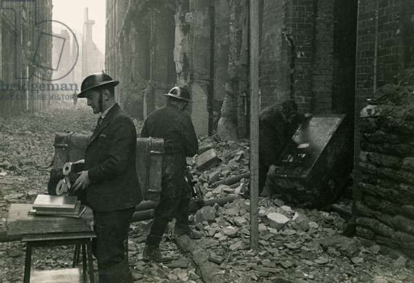 Air raid wardens on Well Street, City of London, salvaging office supplies in 1942 (b/w photo)
