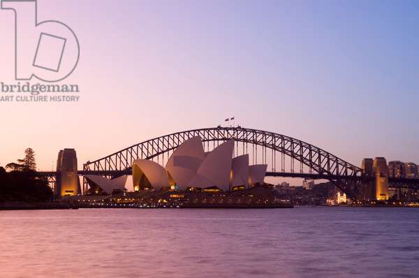The Sydney Opera House and Harbour Bridge at sunset (photo)