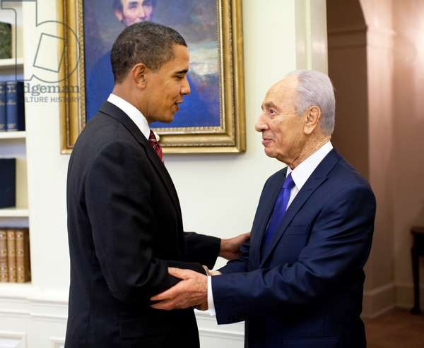 USA/Israel/Palestine: President Barack Obama welcomes Israeli President Shimon Peres in the Oval Office, May 5, 2009
