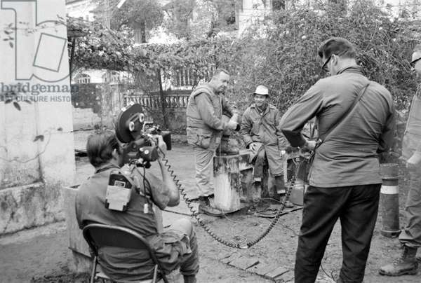 Vietnam / USA: CBS News anchorman Walter Cronkite conducts and interview in Hue during the Tet Offensive, February 1968