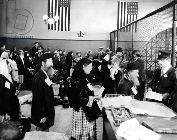 Jewish immigrants arriving at immigration office in Ellis Island in New York c. 1910