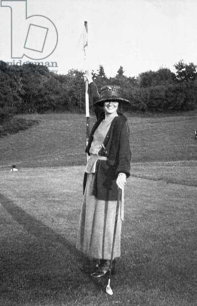 Gabrielle Chasnel called Coco Chanel (1883-1971), french fashion designer, here playing golf c. 1912