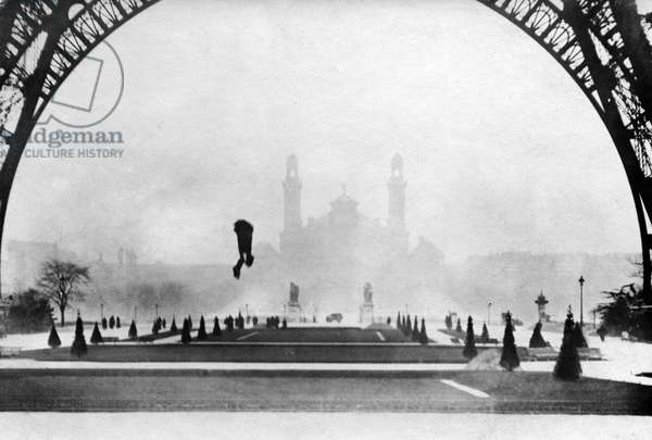 The parachutist, the Austrian Franz Reichelt, a tailor of woman's clothes, jumps in 1912