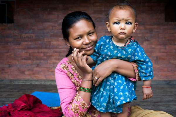 Mother with her doughter, Bhaktapur, Kathmandu Valley, Nepal (photo)
