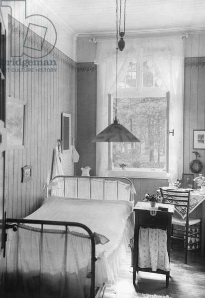 Bedroom, 1925 (b/w photo)