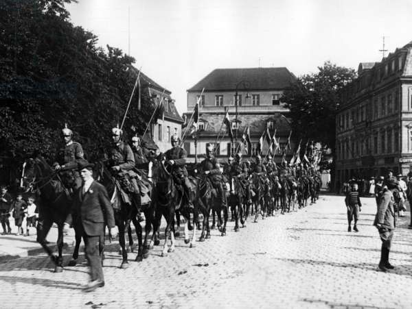 Cavalry Division in Weimar, 1919 (b/w photo)
