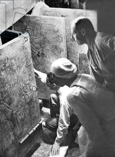 Howard Carter and George Carnarvon, 1922 (b/w photo)