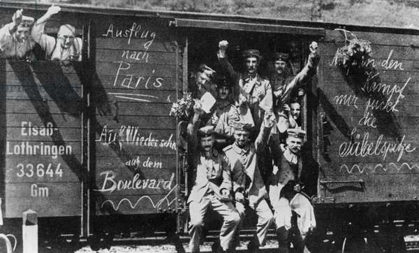 German soldiers leaving by train for the Western Front, Berlin, August 1914 (b/w photo)