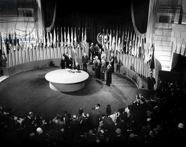American senator Tom Connalty signs the Charter of the United Nations at the San Francisco Opera House, June 26, 1945