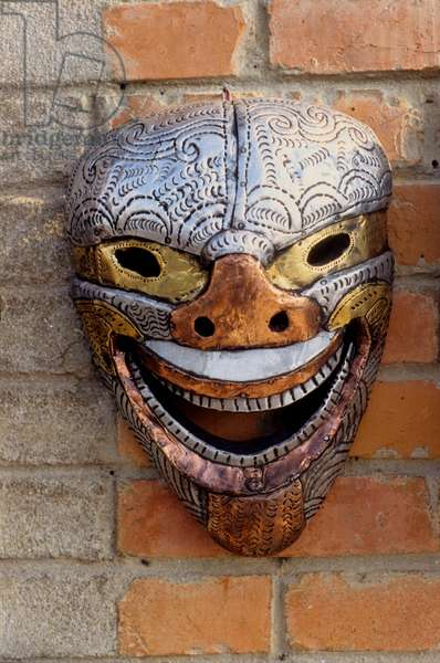 Mask displayed for sale. Nepal. 1996.  (photo)