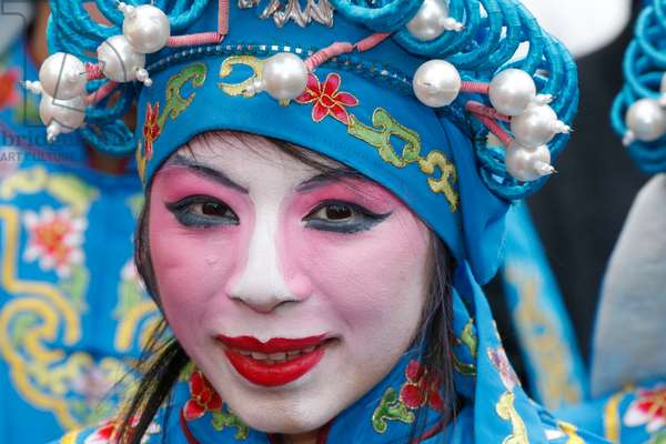 Chinese New Year, People wearing traditional costumes (photo)