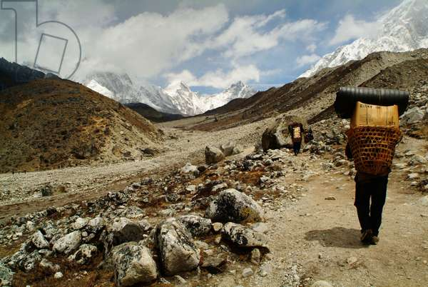 Nepali porters carry trackers' gear up to the Everest base camp. Nepal. April 25, 2007.  (photo)