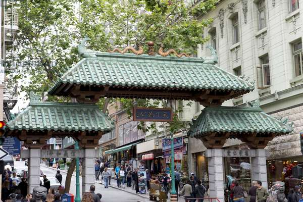 Chinese Gate in Chinatown (photo)