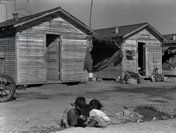 Company housing for cotton workers near Corcoran, California dated 19360101