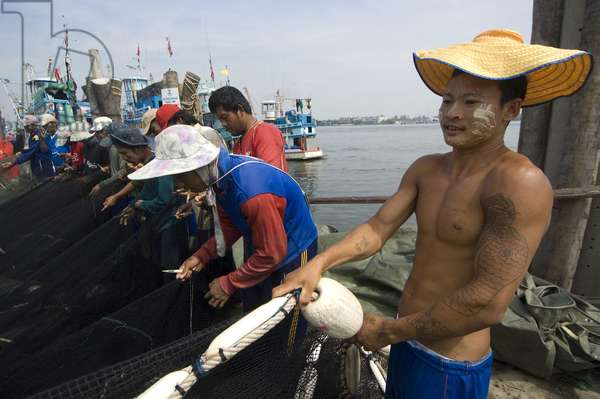 Burmese migrants working as fishermen at a port in Samut Songkram. Thailand. October, 2007.  (photo)