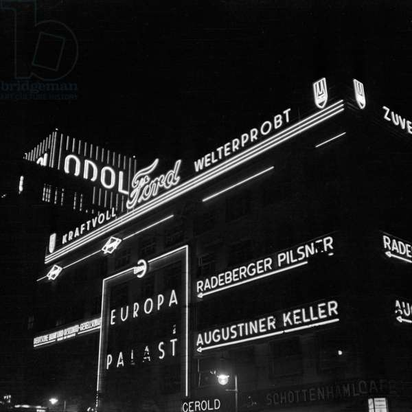 Berlin by night is full of neon light advertising, Germany 1930s (b/w photo)