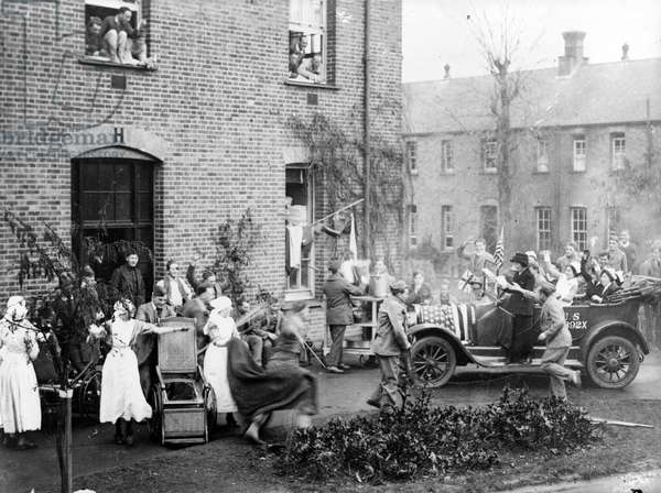 Announcing the Armistice at the American Hospital in Dartford, 1918 (b/w photo)