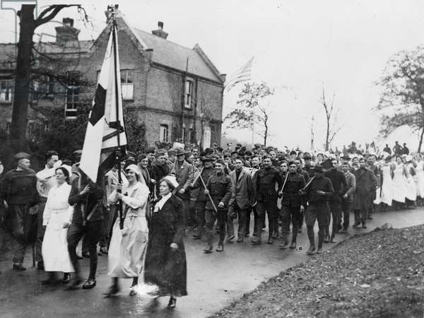 Armistice parade at the American Hospital in Dartford, 1918 (b/w photo)