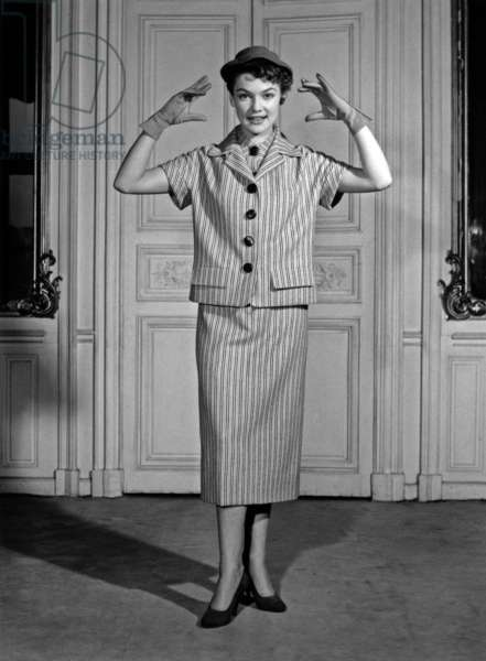 Fashion By Elsa Schiaparelli For Spring 1954, February 12, 1954, Paris : Women'S Skirt Suit, Hat and Gloves (b/w photo)