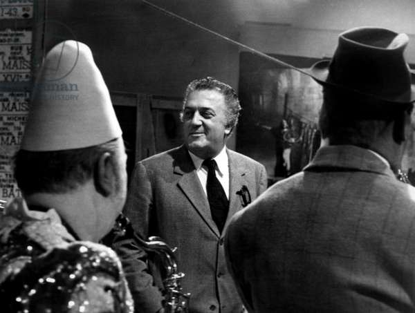 a comparison of the works of directors frederico fellini satyajit ray and alfred hitchcock A comparison of works of edgar allan poe and alfred hitchcock  a comparison of the works of directors frederico fellini, satyajit ray, and alfred hitchcock.