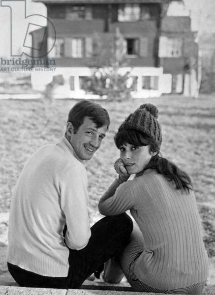 Jean-Paul Belmondo and his wife Elodie at winter sports in switzerland on january 6, 1964 (photo)
